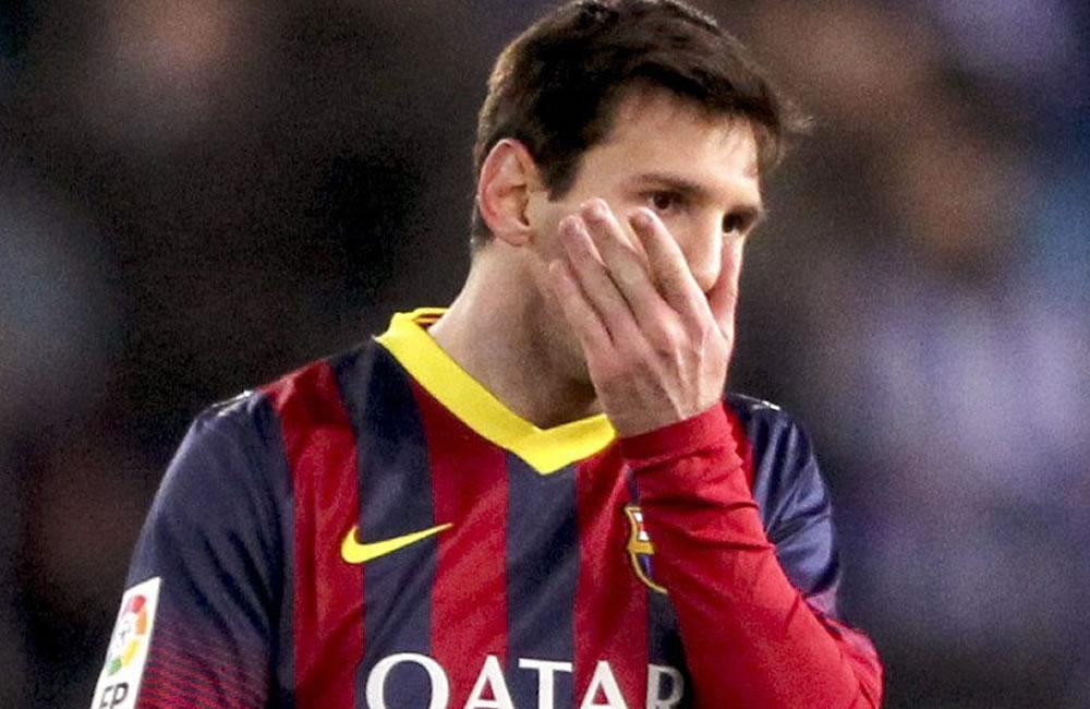 El delantero argentino del FC Barcelona Lionel Andrés Messi abandona el campo tras finalizar el partido. Foto: EFE