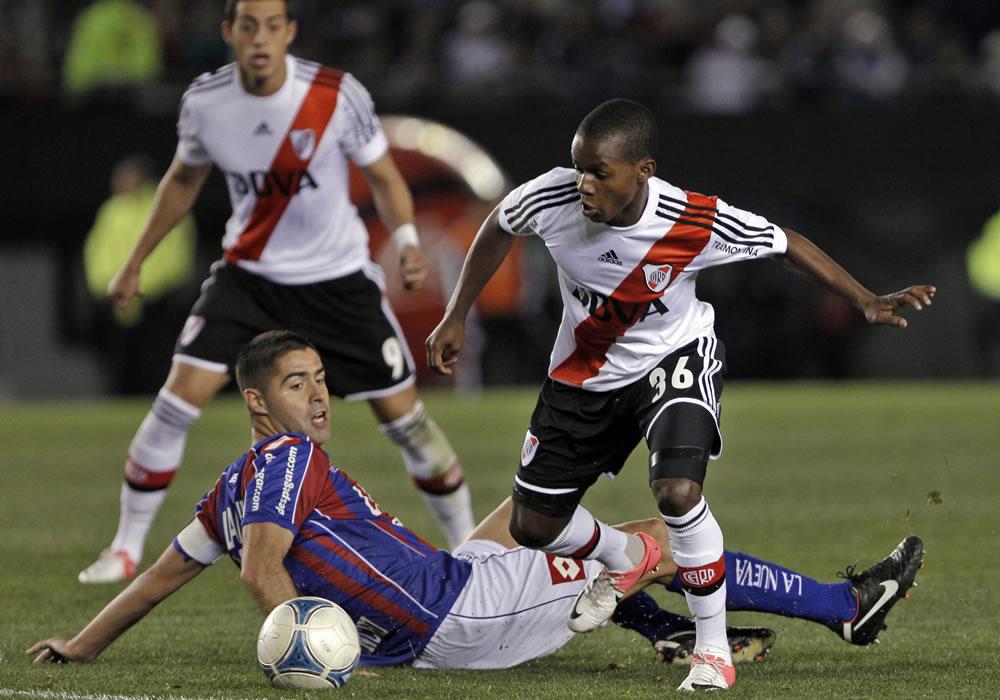 Un urgido River Plate recibe a San Lorenzo en el clásico de la quinta fecha. EFE/Archivo