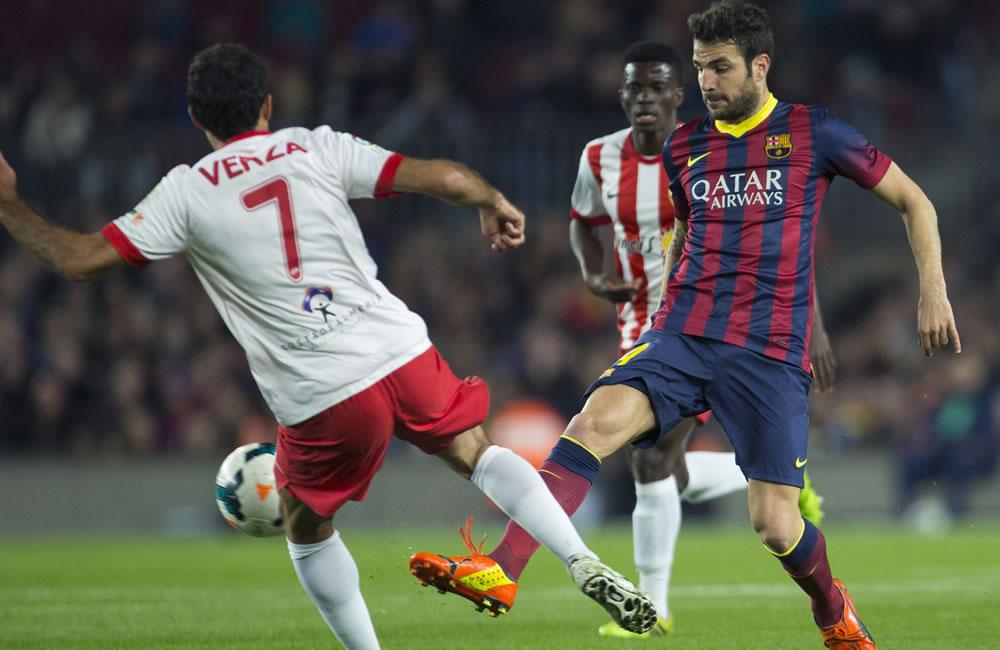 El centrocampista del F. C. Barcelona, Cesc Fábregas (d). Foto: EFE