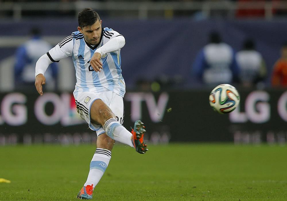 Sergio Aguero de Argentina en acción ante Rumania durante un partido amistoso. Foto: EFE