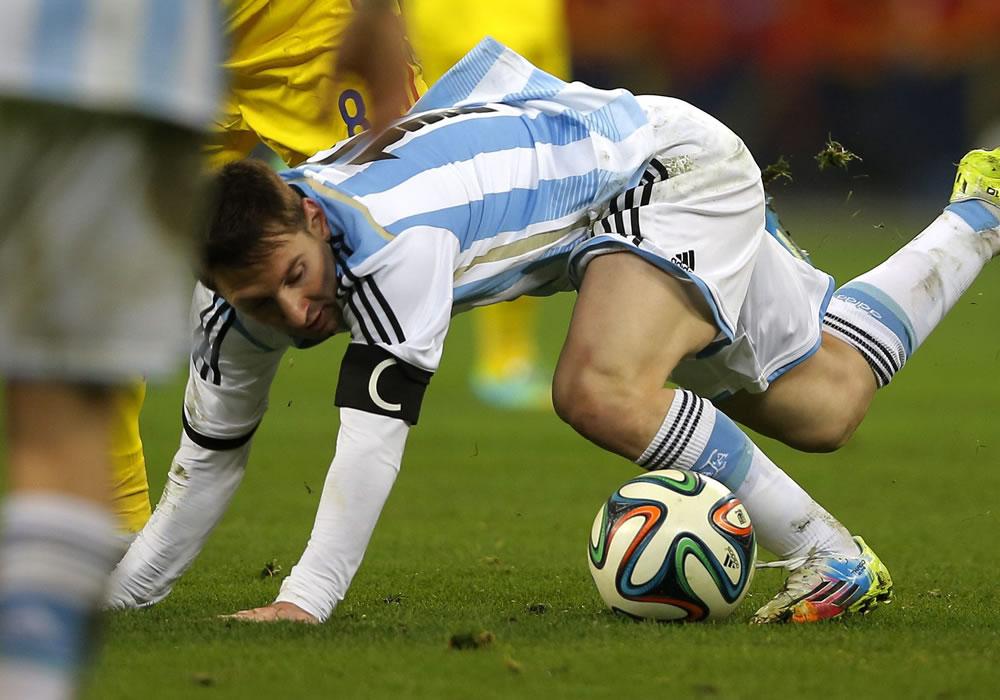 Lionel Messi de Argentina es visto en acción durante un partido amistoso ante Rumanía. Foto: EFE