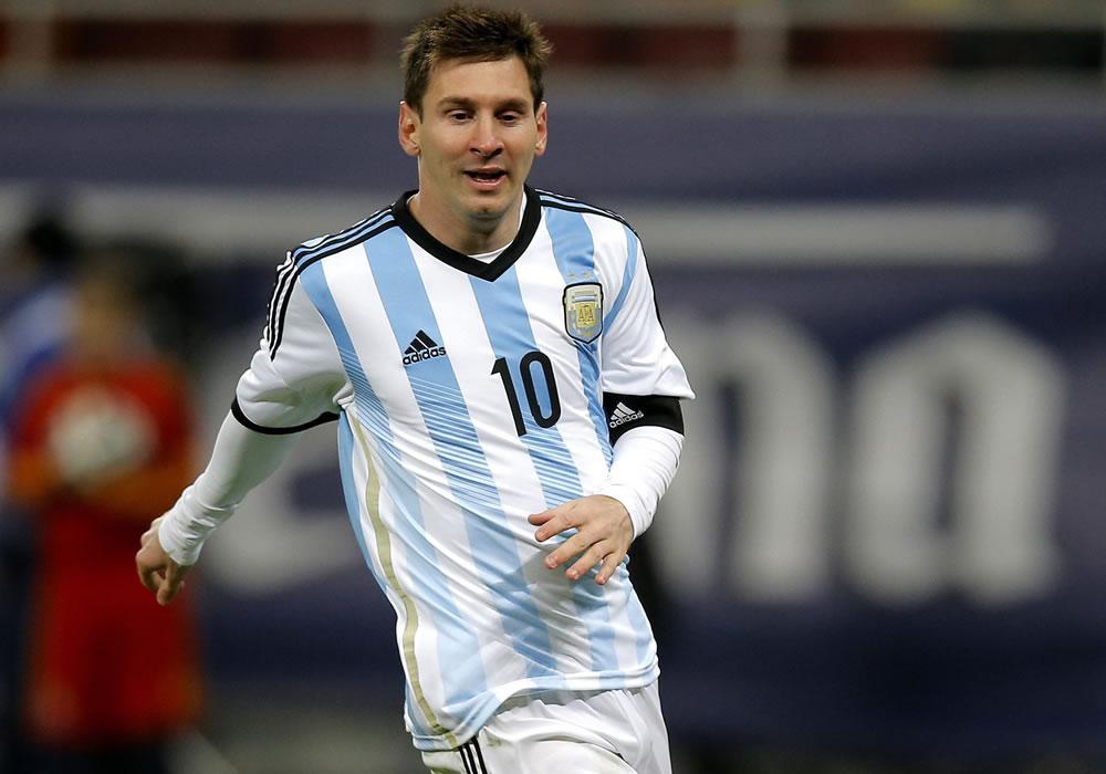 Lionel Messi de Argentina en acción ante Rumania durante un partido amistoso. Foto: EFE