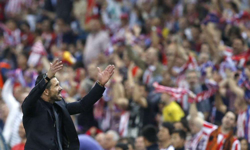 Homenaje de la afición atlética a jugadores y Simeone tras la clasificación. Foto: EFE