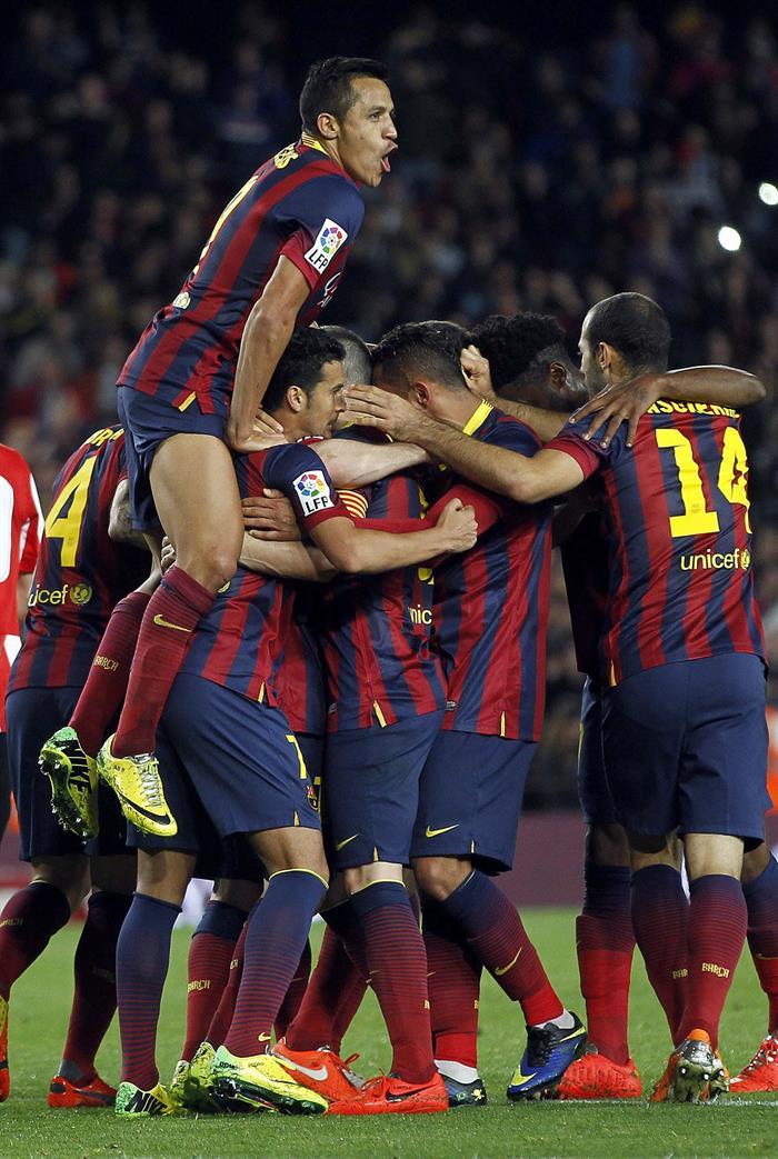 Los jugadores del FC Barcelona celebran el gol del delantero argentino Leo Messi. Foto: EFE