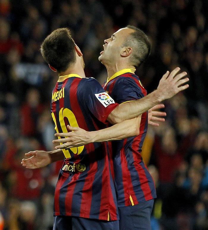 El delantero argentino del FC Barcelona Leo Messi (i) celebra su gol. Foto: EFE