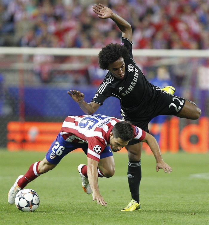 El centrocampista brasileño del Atlético de Madrid Diego Ribas da Cunha (i). Foto: EFE