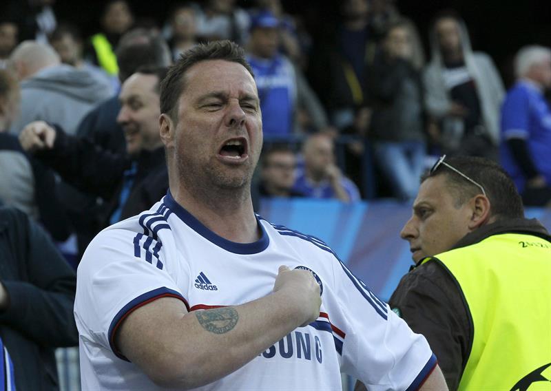 Un aficionado del Chelsea durante el partido frente al Atlético de Madrid. Foto: EFE