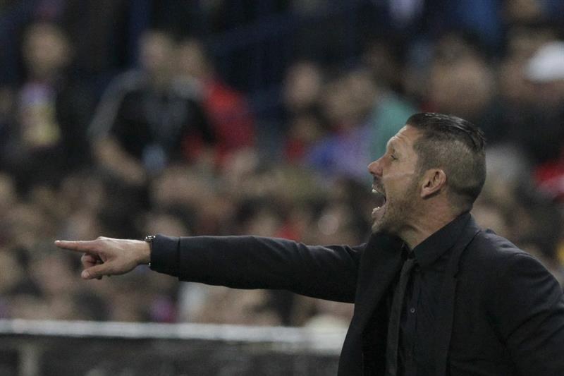 El entrenador argentino del Atlético de Madrid, Diego Pablo Simeone, durante el partido de ida de las semifinales de la Liga de Campeones. Foto: EFE