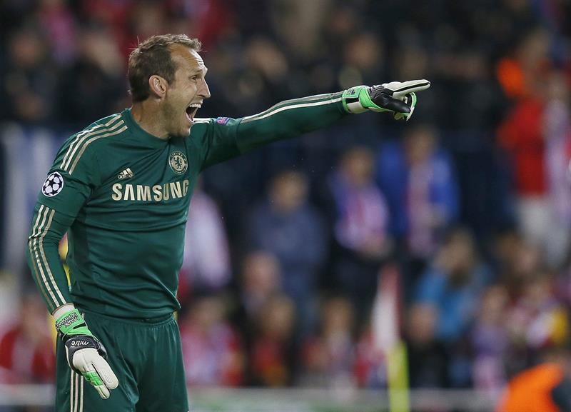 El portero australiano del Chelsea Mark Schwarzer, durante el partido frente al Atlético de Madrid. Foto: EFE