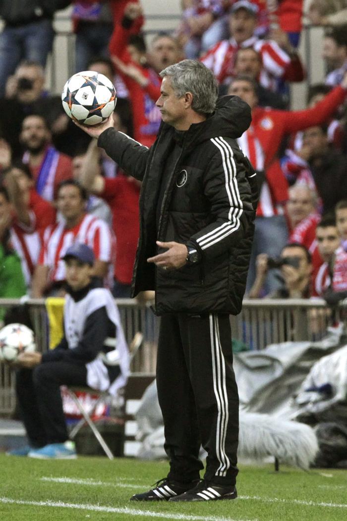 El entrenador del Chelsea, el portugués José Mourinho, en la banda durante el partido ante el Atlético de Madrid. Foto: EFE