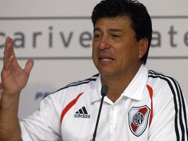 Daniel Passarella acusado por fraude por su sucesor en presidencia de River. Foto: EFE