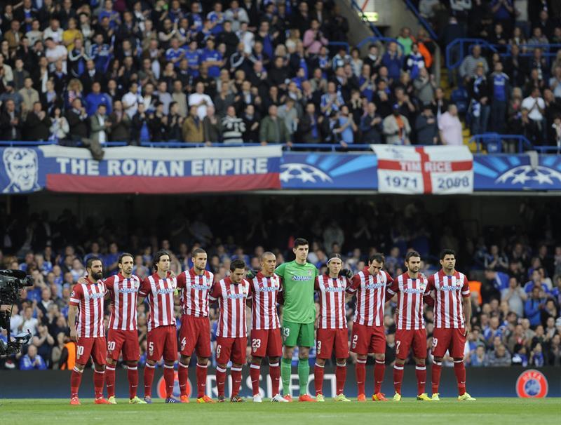 Los jugadores del Atlético de Madrid forman antes de comenzar el partido de vuelta de semifinales de la Liga de Campeones. Foto: EFE