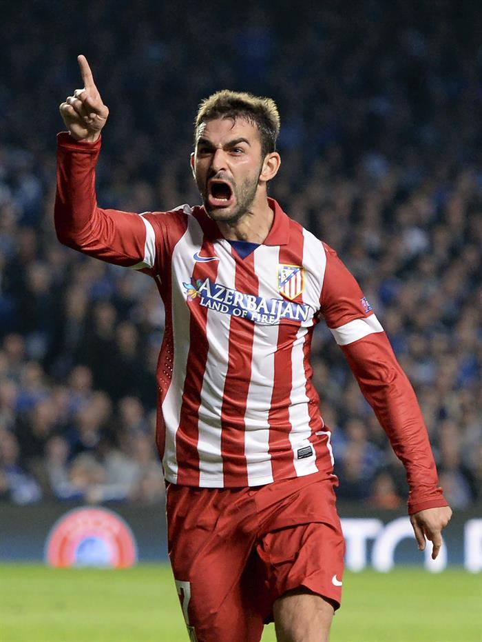 El delantero del Atlético de Madrid Adrián López muestra su alegría tras marcar el 1-1 durante el partido de vuelta de semifinales. Foto: EFE