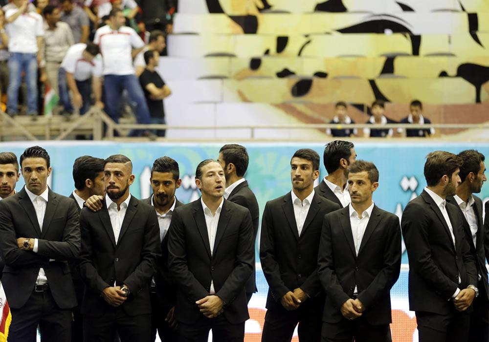 Los jugadores de la selección de Irán participan en la ceremonia de despedida de la selección antes de su viaje a Brasil. Foto: EFE