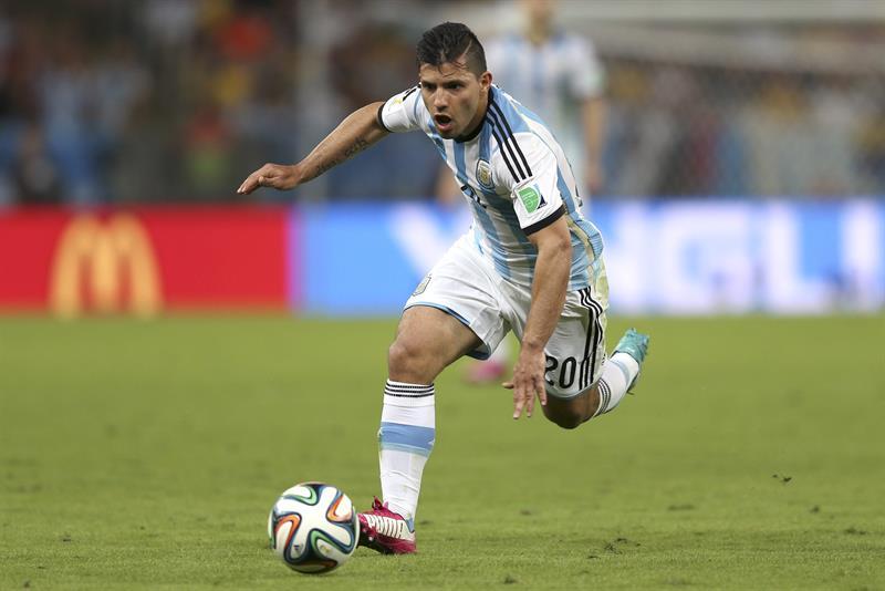 El delantero argentino Sergio 'Kun' Agüero, durante el partido Argentina-Bosnia, del Grupo F del Mundial. Foto: EFE