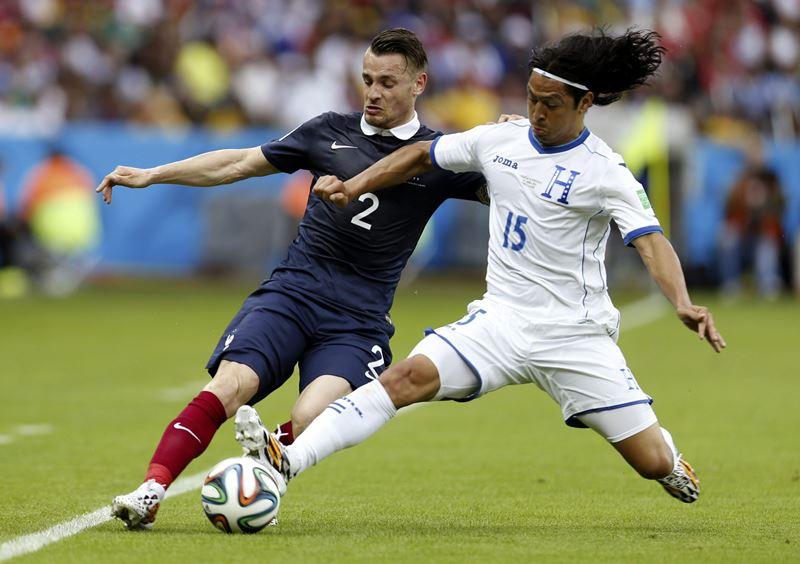 Francia le ganó a Honduras con un doblete de Benzemá y un autogol de Valladares. Foto: EFE