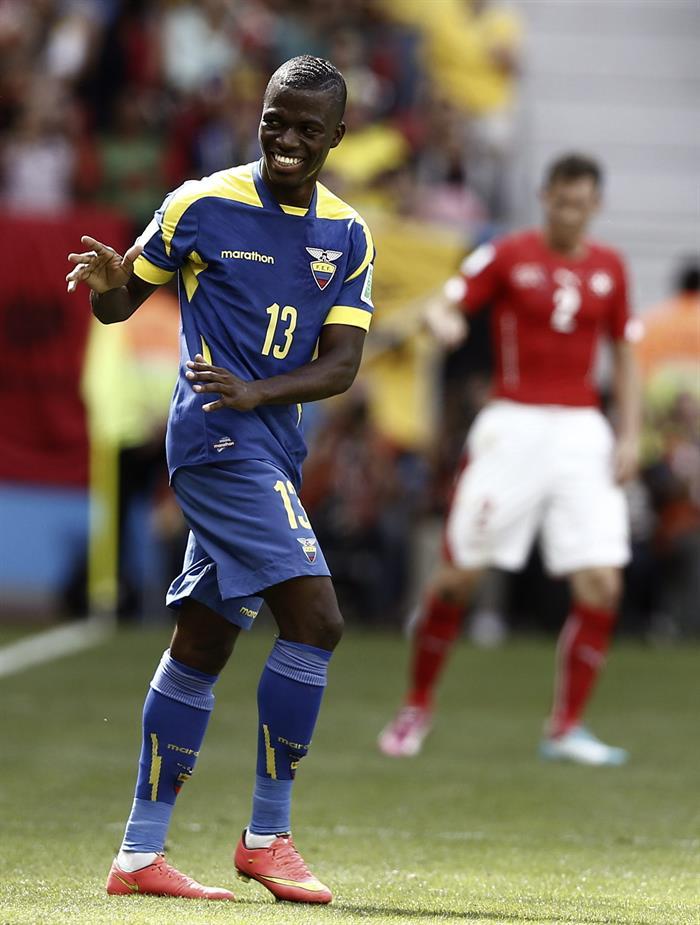 El delantero ecuatoriano Enner Valencia celebra el gol que ha marcado ante la selección suiza. Foto: EFE