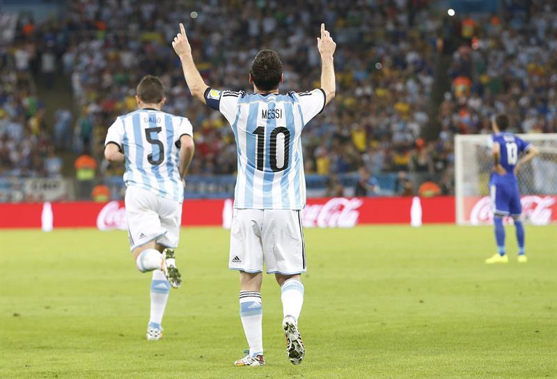 El delantero argentino Lionel Messi celebra el gol marcado ante Bosnia. Foto: EFE
