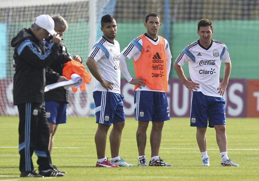 Messi pide y Sabella atiende: Argentina ensaya con tres delanteros. Foto: EFE