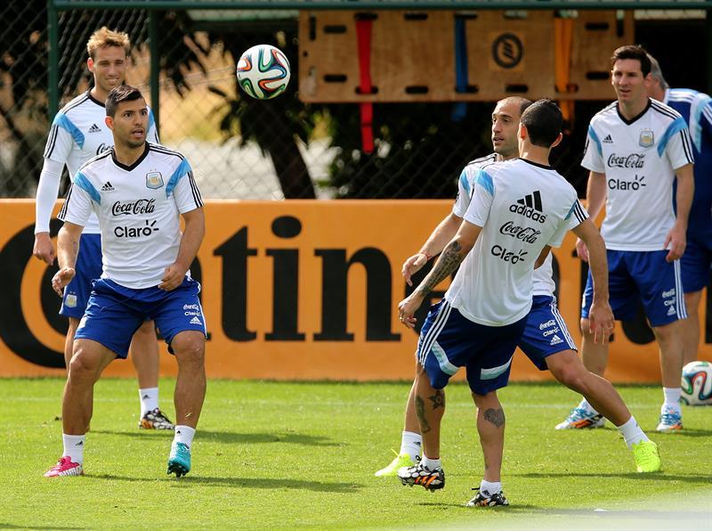 ergio Agüero, Pablo Zabaleta y Ángel Di María de la selección argentina de.fútbol. Foto: EFE