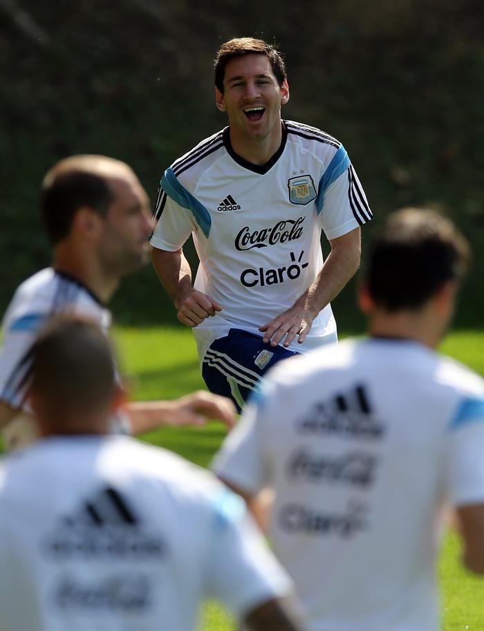 El jugador de la selección argentina Lionel Messi entrena con el equipo. EFE