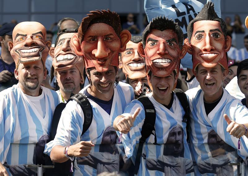 Aficionados argentinos durante el partido Argentina-Irán, del Grupo F del Mundial de Fútbol de Brasil. EFE