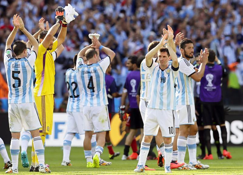 Los jugadores de la Selección Argentina tras vencer (1-0) a Irán. EFE