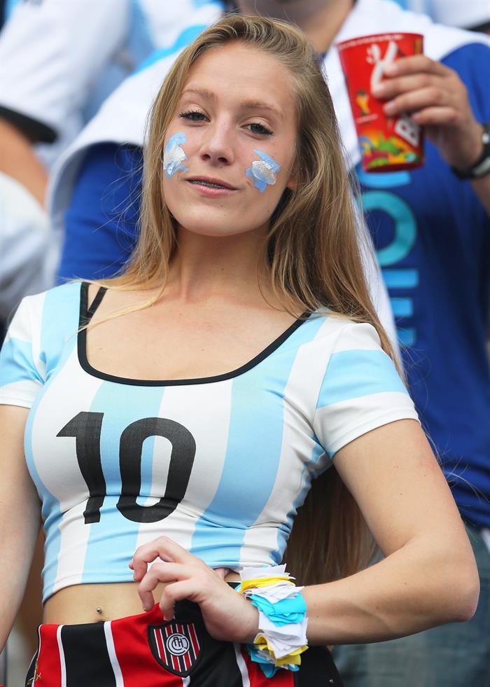 Hinchas de Argentina en el encuentro Nigeria-Argentina, por el Grupo F del Mundial Brasil 2014. Foto: EFE