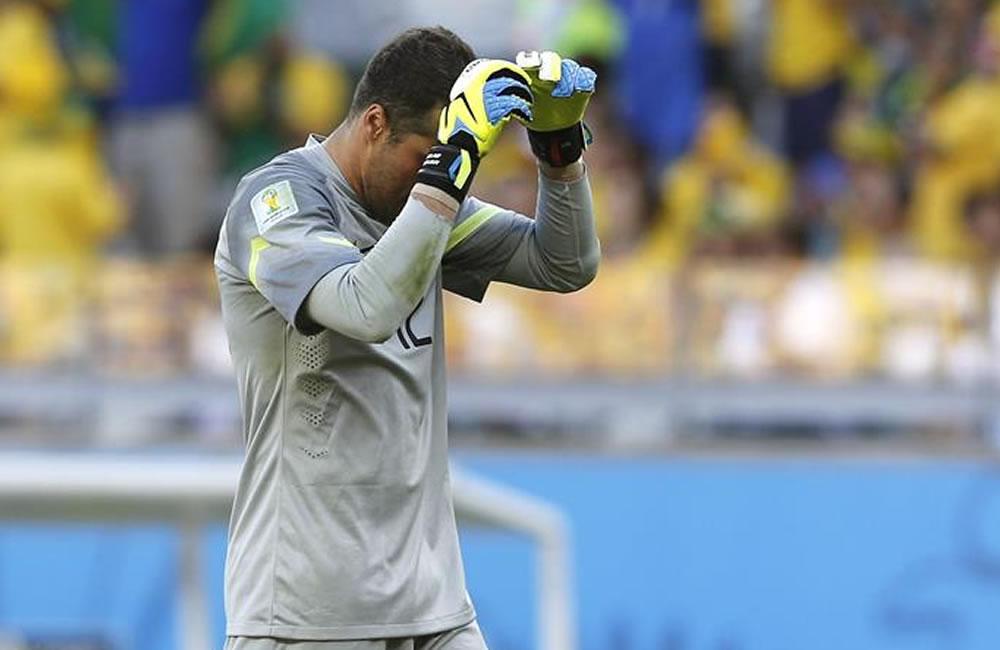 El guardameta brasileño Julio César durante el partido Brasil-Chile. Foto: EFE