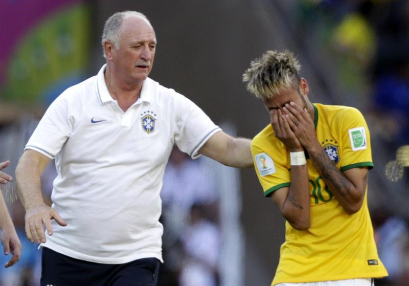 El entrenador de la selección brasileña, Luiz Felipe Scolari (i) y el delantero brasileño Neymar. Foto: EFE