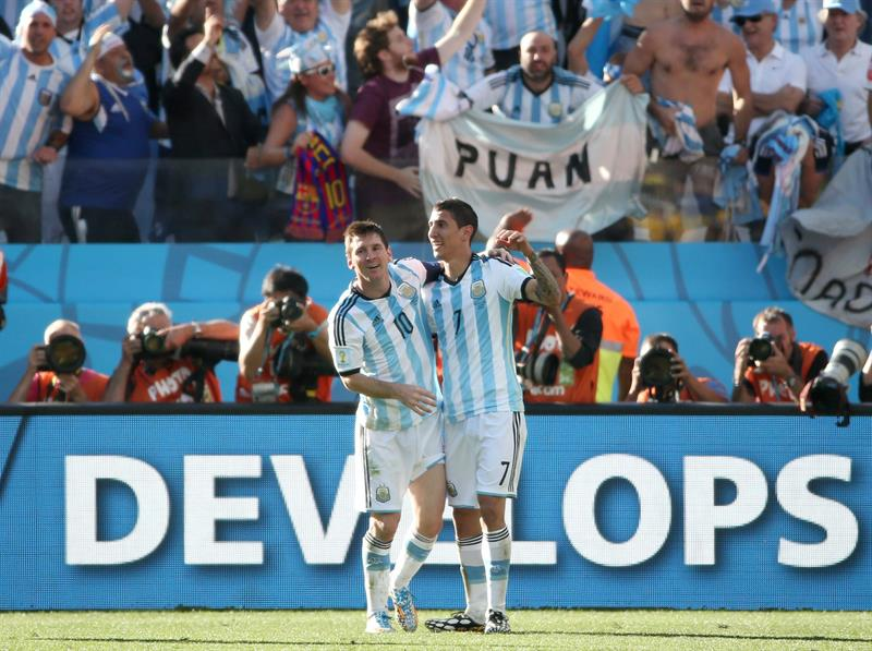 Angel di Maria (R) of Argentina celebrates with Lionel Messi after scoring the 1-0 goal during the FIFA World Cup 2014. EFE