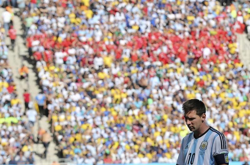 El delantero argentino Lionel Messi durante el partido Argentina-Suiza, de octavos de final del Mundial. EFE