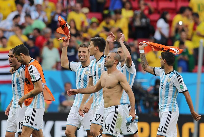 Los jugadores de Argentina celebran su victoria por 1-0 ante Bélgica. EFE