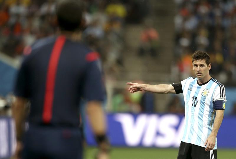 El delantero argentino Lionel Messi, durante el partido Holanda-Argentina, de semifinales del Mundial de Fútbol. EFE