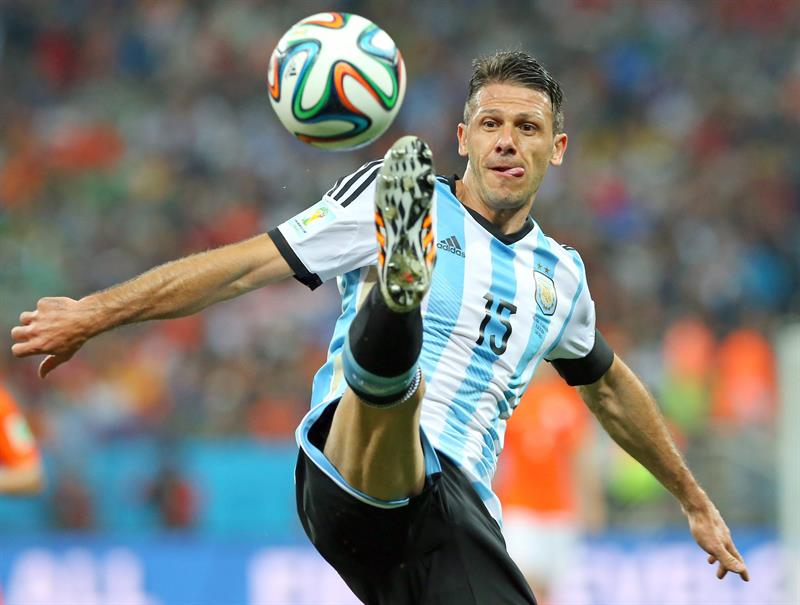 Argentina's Martin Demichelis controls the ball during the FIFA World Cup 2014. EFE