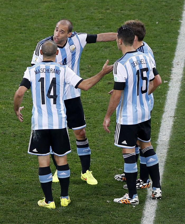 Los jugadores argentinos Javier Mascherano (i), Pablo Zabaleta, Lucas Biglia (d) y Martín Demichelis (2d). EFE