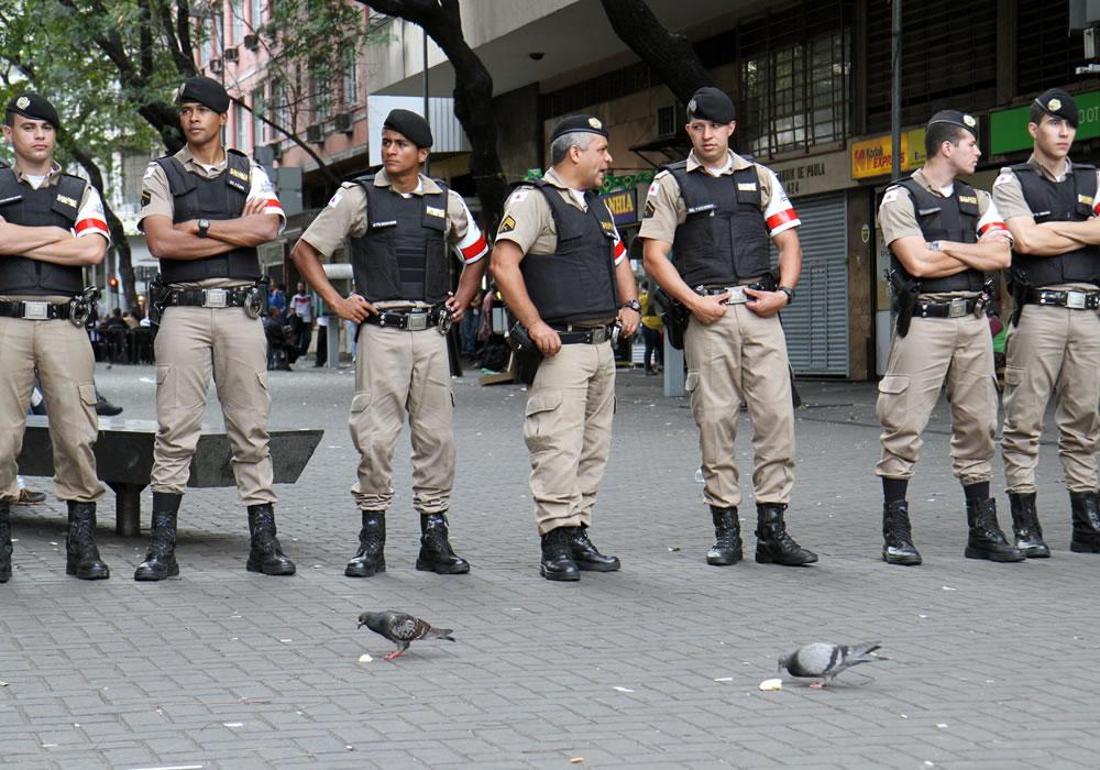 Policía brasileña impide la entrada de otros tres
