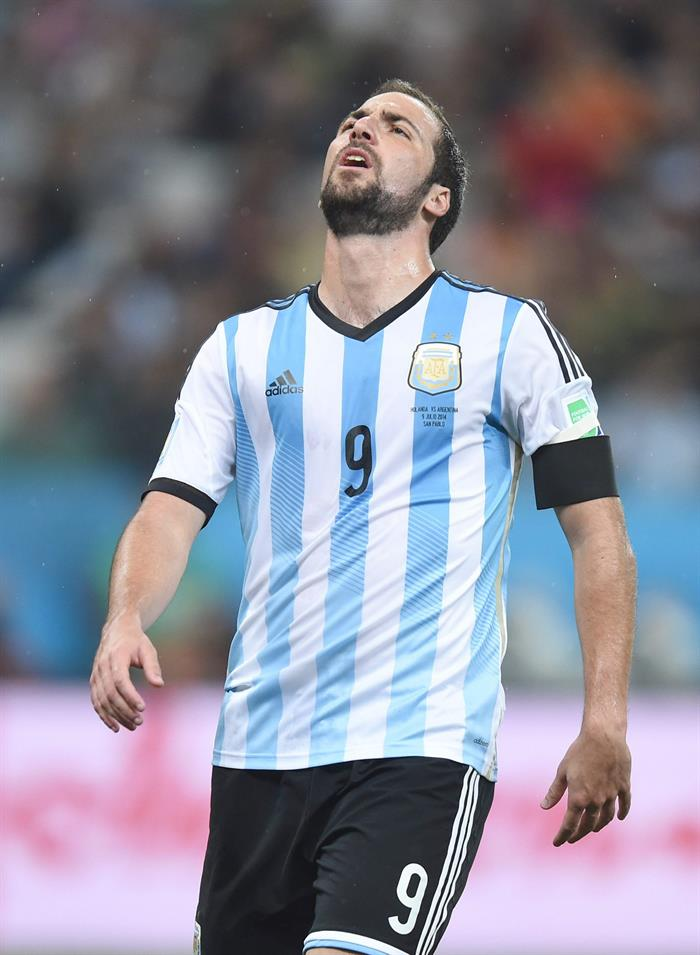 Gonzalo Higuain of Argentina reacts during the FIFA World Cup 2014. EFE