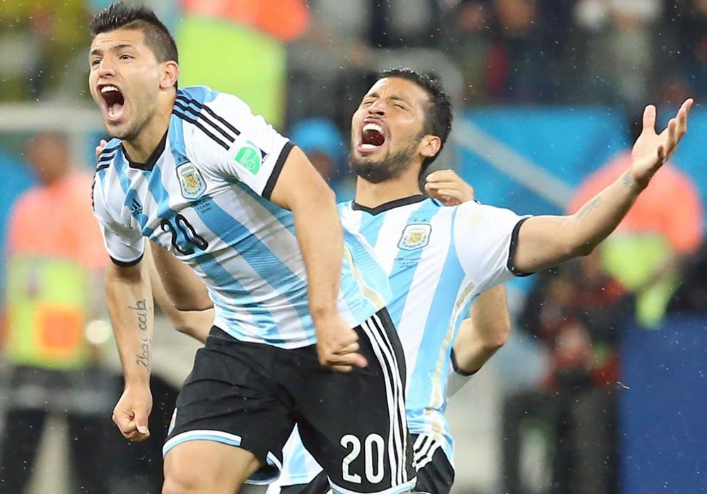 """El delantero argentino Sergio """"Kun"""" Agüero ponderó como positiva la presión del favoritismo que tiene Alemania. Foto: EFE"""