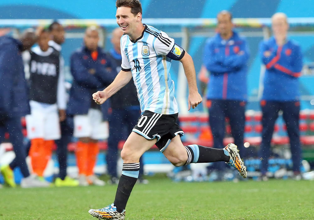 Hristo Stoichkov expresó su deseo de que Messi levante la Copa del Mundo en el estadio de Maracaná. Foto: EFE