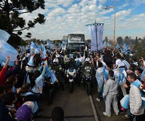 Argentina recibe 'orgullosa' a su selección, subcampeona en Mundial de Brasil
