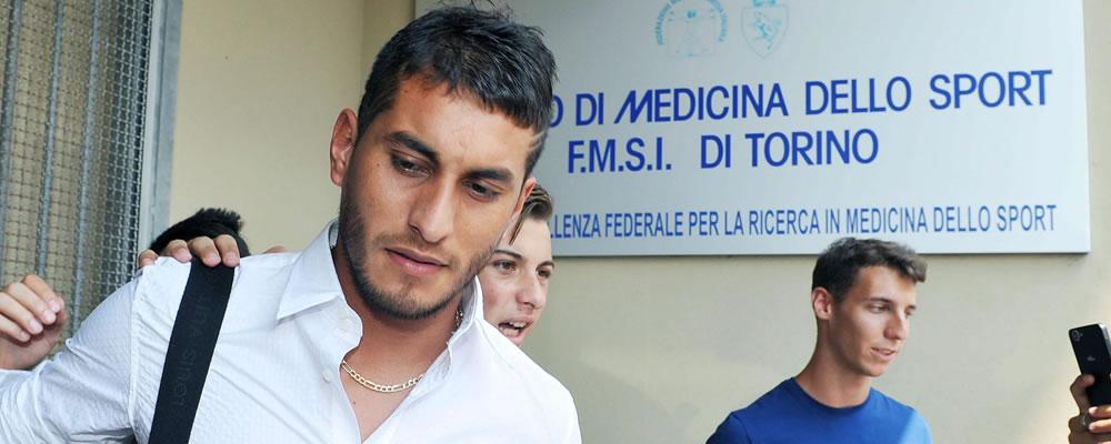 El centrocampista argentino de la Juventus, Roberto Pereyra, llega al Instituto de Medicina Deportiva para pasar su examen médico. Foto: EFE