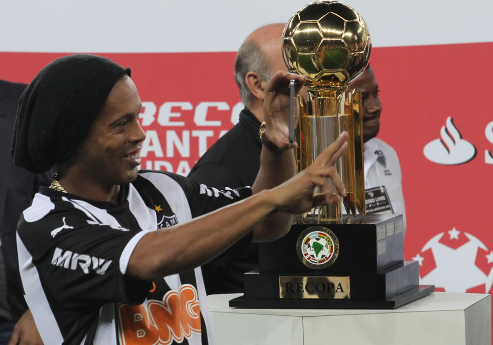 Ronaldinho Gaúcho acuerda su salida del Atlético Mineiro. Foto: EFE