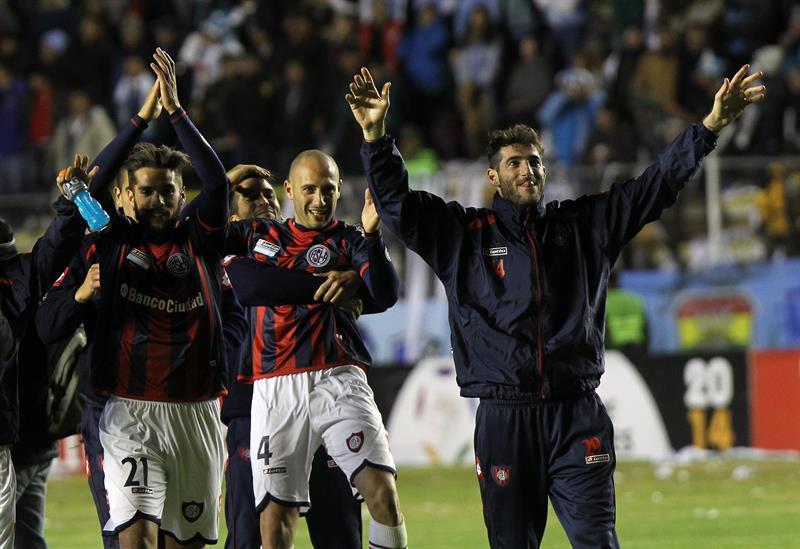 Jugadores de San Lorenzo celebran la clasificación a la final del torneo. EFE