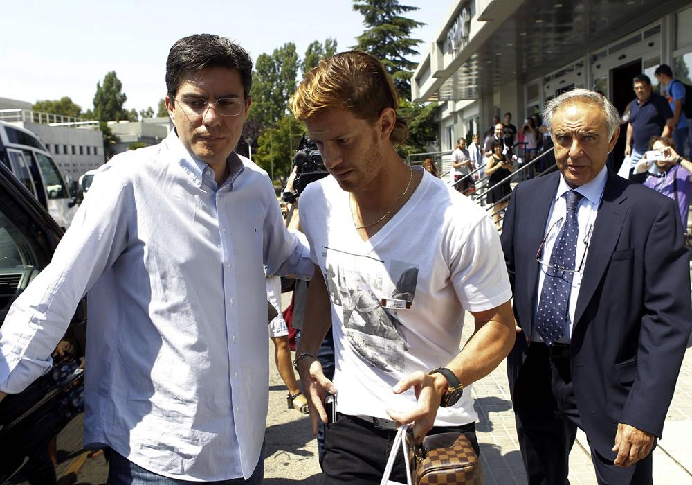 El lateral argentino Cristian Ansaldi, tras pasar el reconocimiento médico con el Atlético de Madrid. Foto: EFE