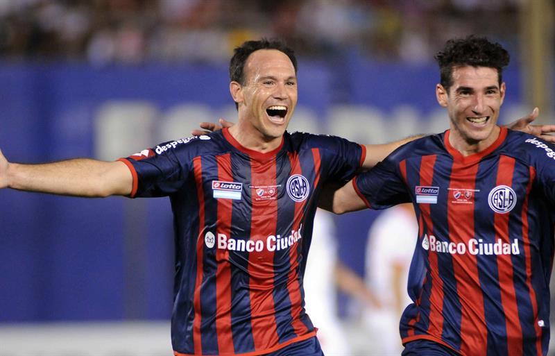 El jugador de San Lorenzo de Mauro Matos celebra después de anotar contra el Nacional. Foto: EFE