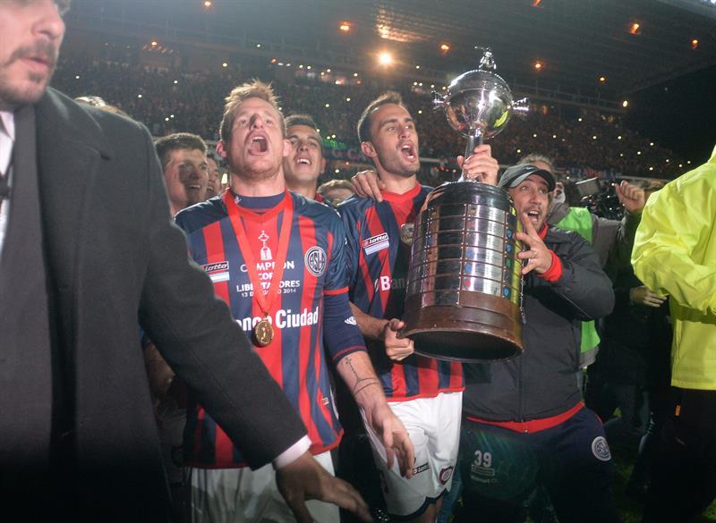 Jugadores de San Lorenzo celebran al ganar la final de la Copa Libertadores. EFE