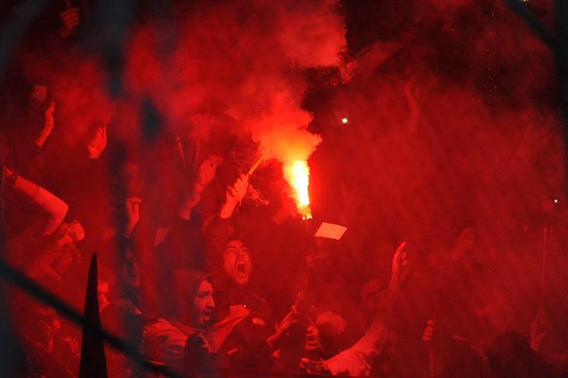 Aficionados del San Lorenzo asisten al partido por la final de la Copa Libertadores. EFE