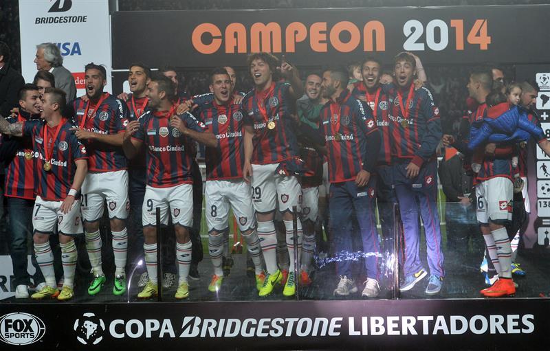 Jugadores de San Lorenzo celebran al ganar la final de la Copa Libertadores. Foto: EFE