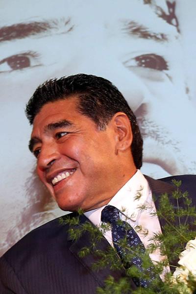 Dan alta a Maradona tras ingreso médico por revisión de rutina. Foto: EFE